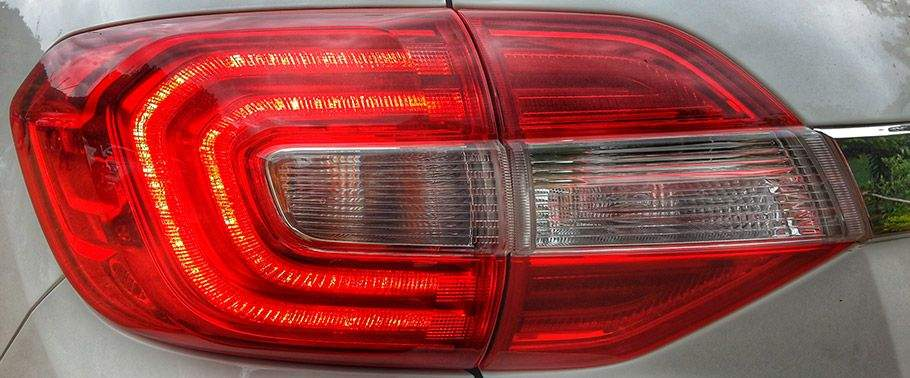 Ford Endeavour Back Light