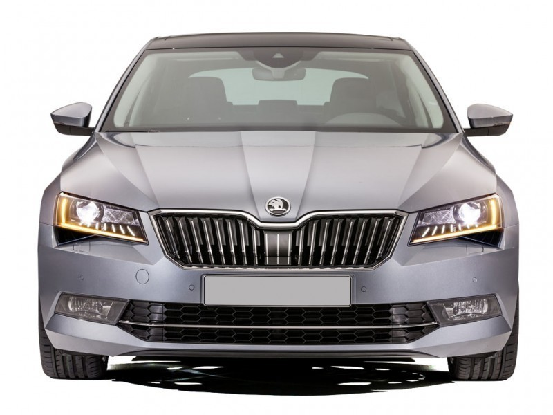 Skoda Superb Front View Pic