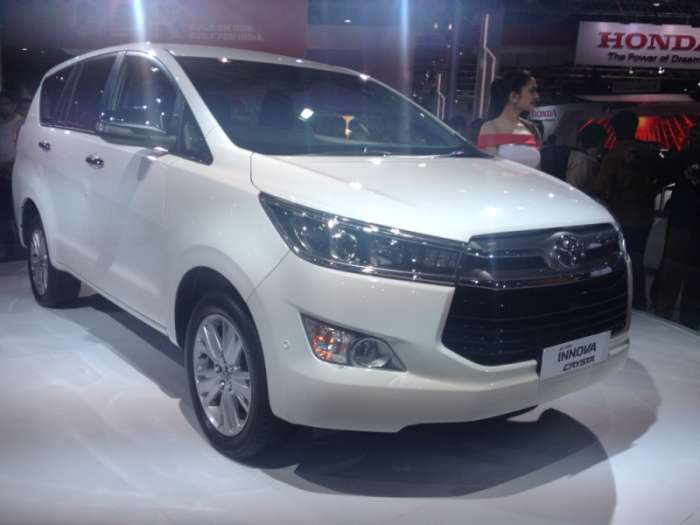 Toyota Innova Crysta Front View HD Wallpaper
